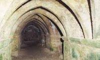 An adventurer run down the catacombs