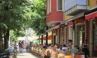Streetside cafe'