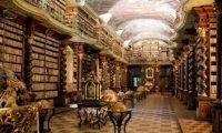 In the Ausgaurdian library with Loki