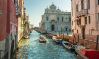 A walk through a calle in Venice
