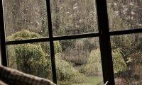 Light rain falling on the roof/ window