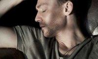 Sleeping next to Tom Hiddleston