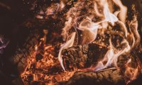Enjoy the Crackling of a Campfire with Brown Noise and Water Sounds